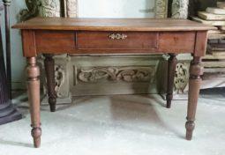 dębowy stół po renowacji