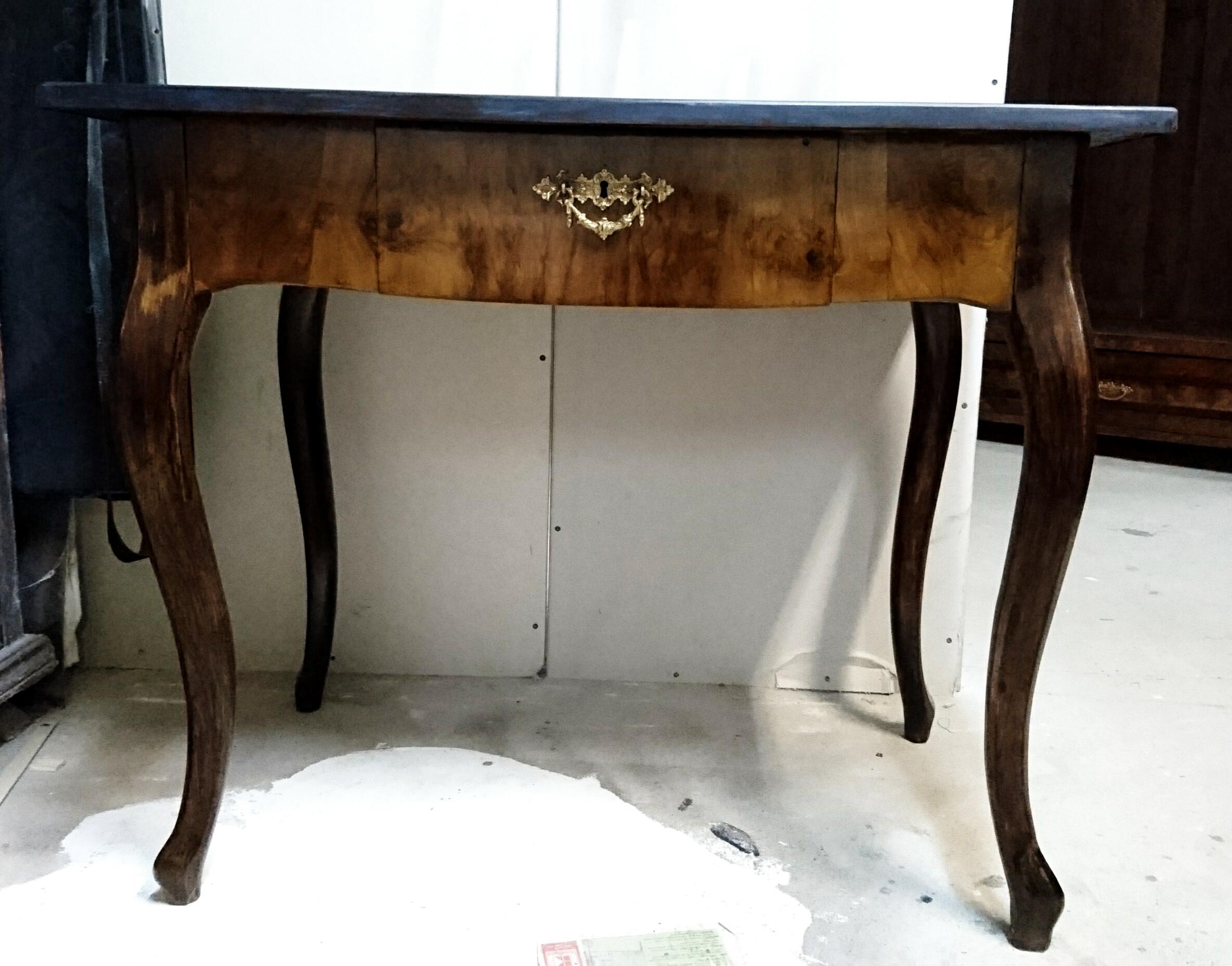 stół w stylu Ludwika