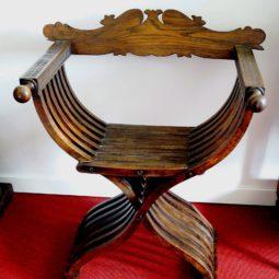 fotel savonaroli, krzesło nożycowe